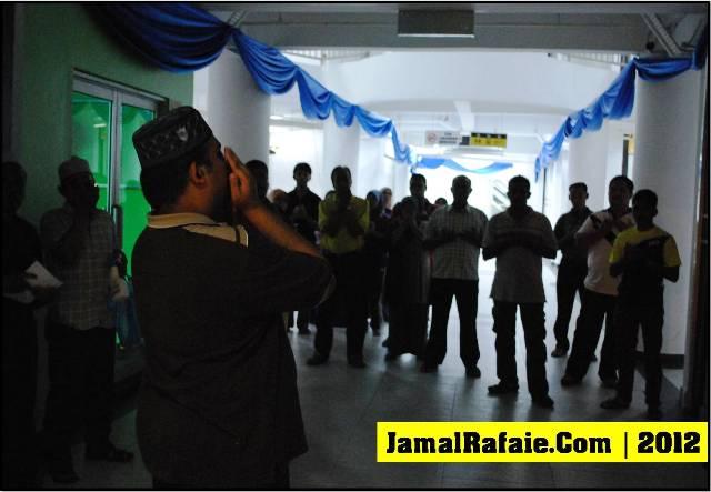 Team Al Afiah dalam operasi 'memagar' sebuah Kompleks Membeli-Belah
