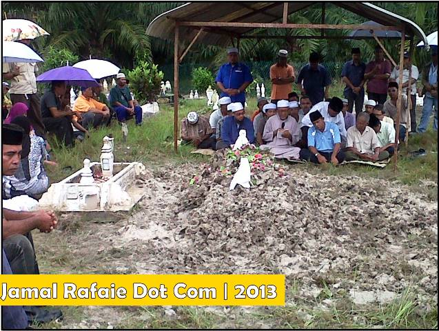 Ketulan : Arwah Pakcik Mat dikuburkan di sebelah  kubur anaknya, Sahar Bin Sakiran