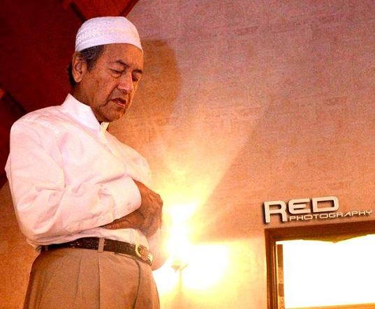 Tun-Mahathir-Sembahyang