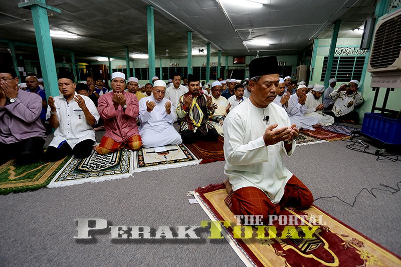 UMNO guna politik untuk Islam. PAS guna Islam untuk politik - Gambar Hiasan